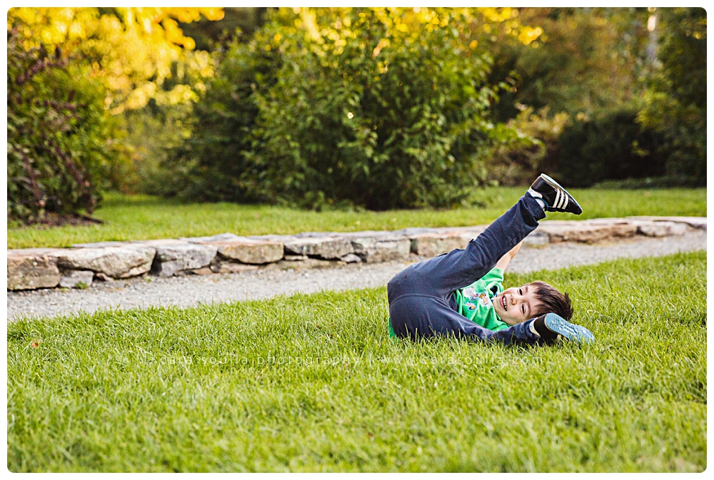 fun photographer family photo session at arnold arboretum